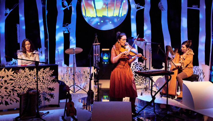 LIVE: Tracks in the Snow - The Henry Girls